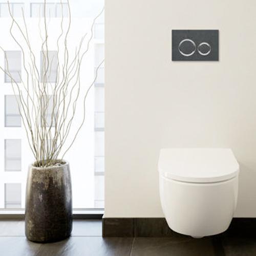 Formschöne Betätigungsplatten für die Toilettenspülung sind im Trend.